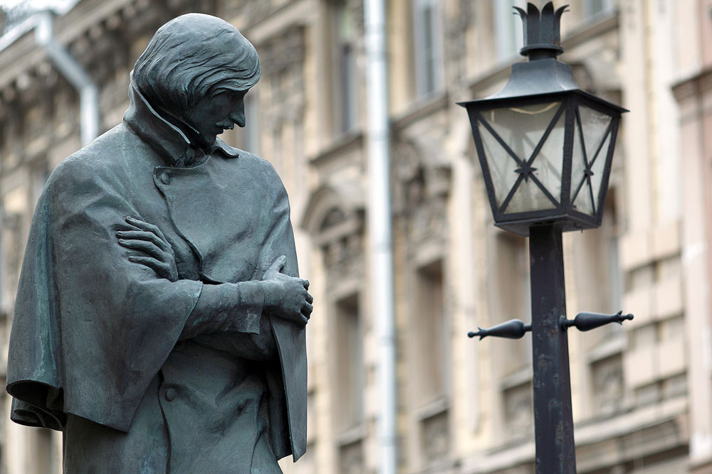 La statua di Nikolaj Gogol.