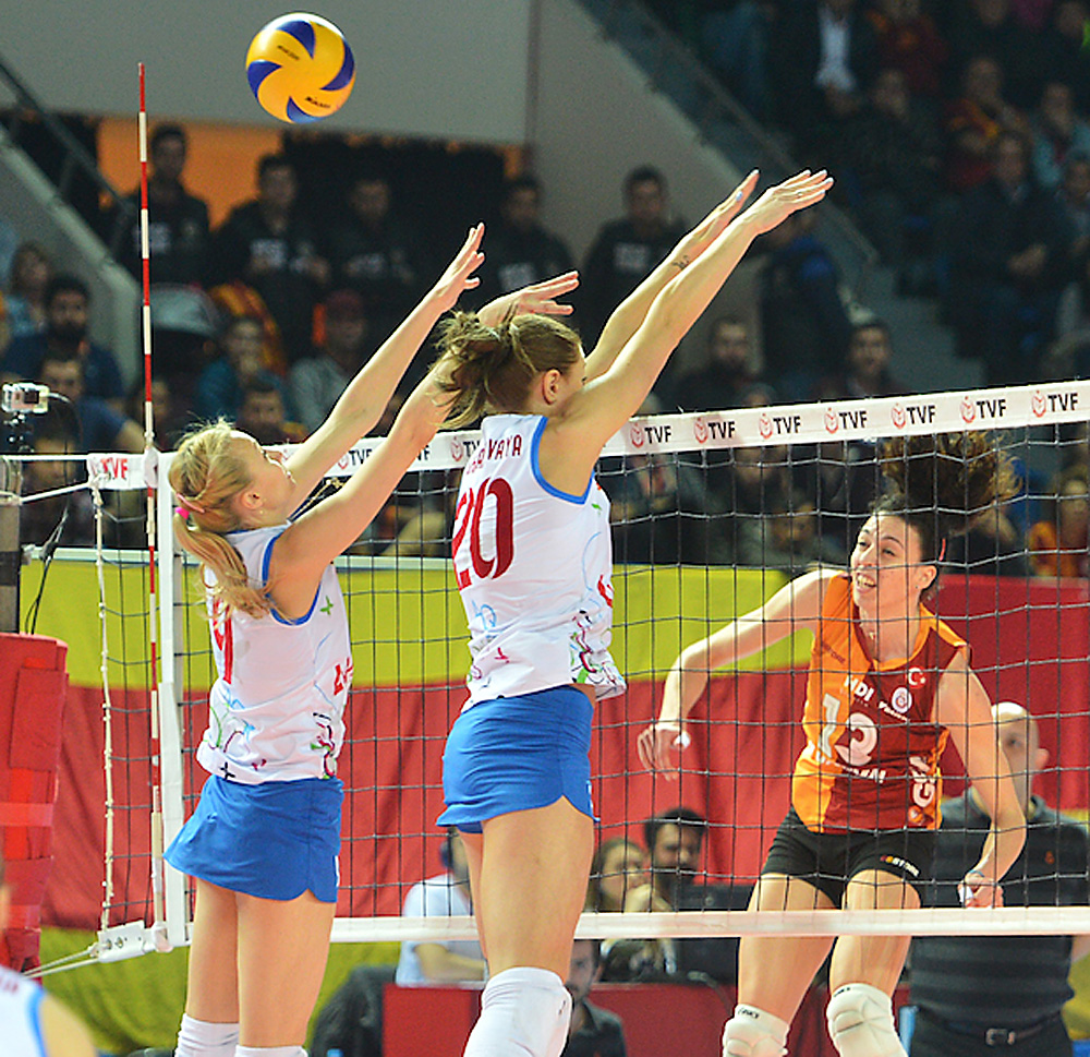 The Krasnodar Dinamo volleyball team has lost 2-3 to Turkey's Galatasaray in the first match of the CEV European Cup finals in Istanbul on March 29.