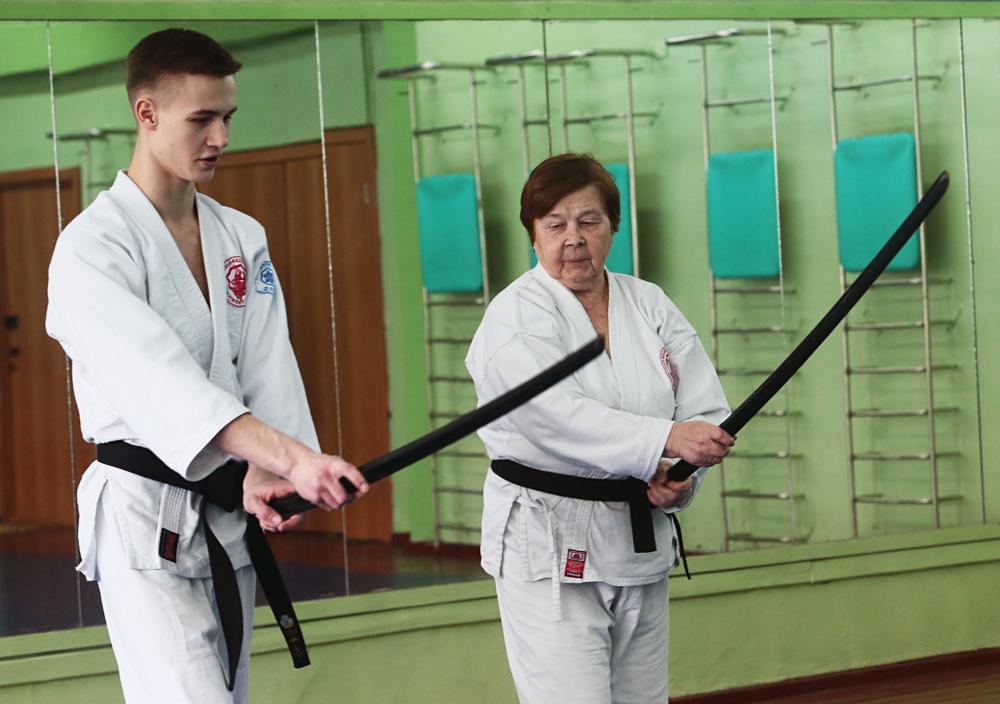 Часови аикидоа за старије особе, Сибирска федерација Јошинкан аикидо. Тренинге активно посећују жене у пензионом узрасту, а многе су старије од 70 година.