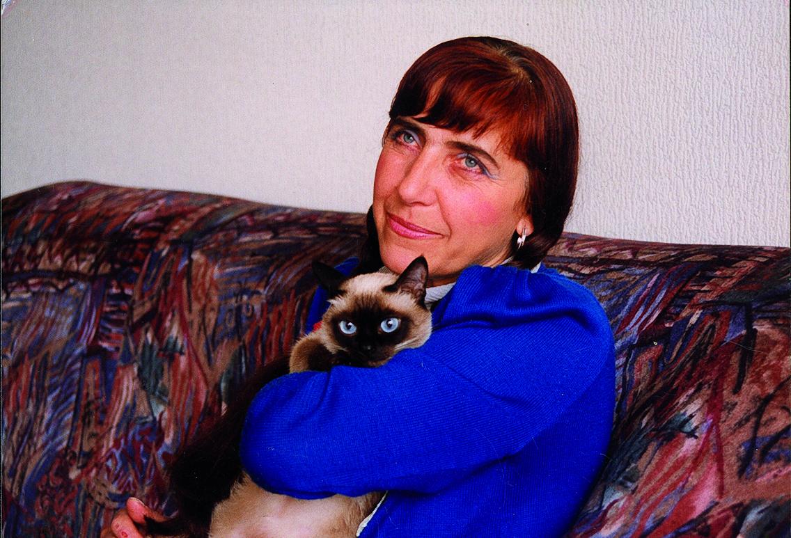 Поетесата Ваня Петкова в дома си в София.