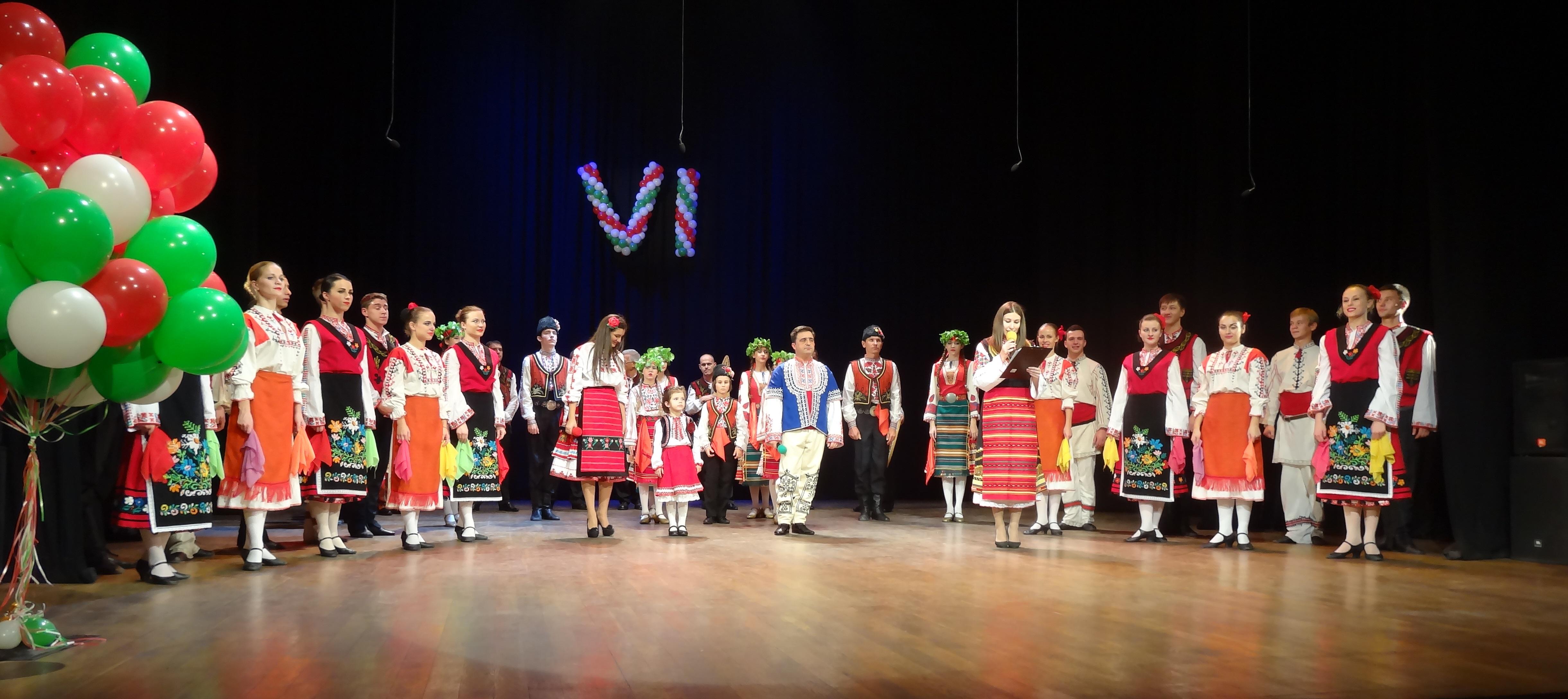 """Българи на сцената на театър  """"Ал П. Чехов"""" в Ялта."""