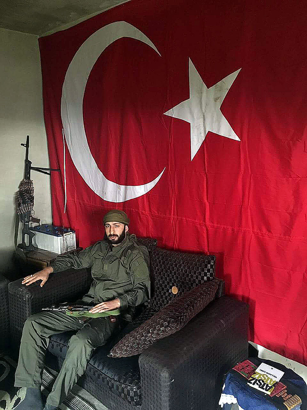 Alparslan Chelik, the Turkish citizen and militant allegedly responsible for killing Russian Su-24 pilot Oleg Peshkov in November 2015, was arrested in a cafe in the Turkish city of Izmir on March 31.