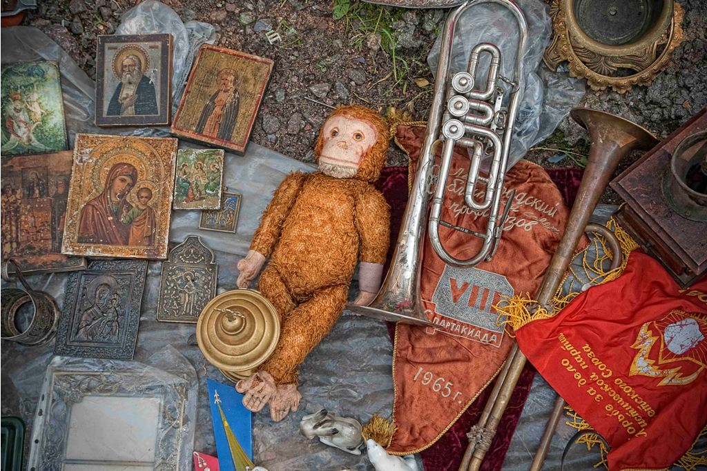 There is a large collection of communist-era goods: Lenin pictures and portraits, communist stars and flags, musical instruments from Soviet times, red pioneer ties, communist literature and, right in front of that, Orthodox icons and old dolls with one eye missing.