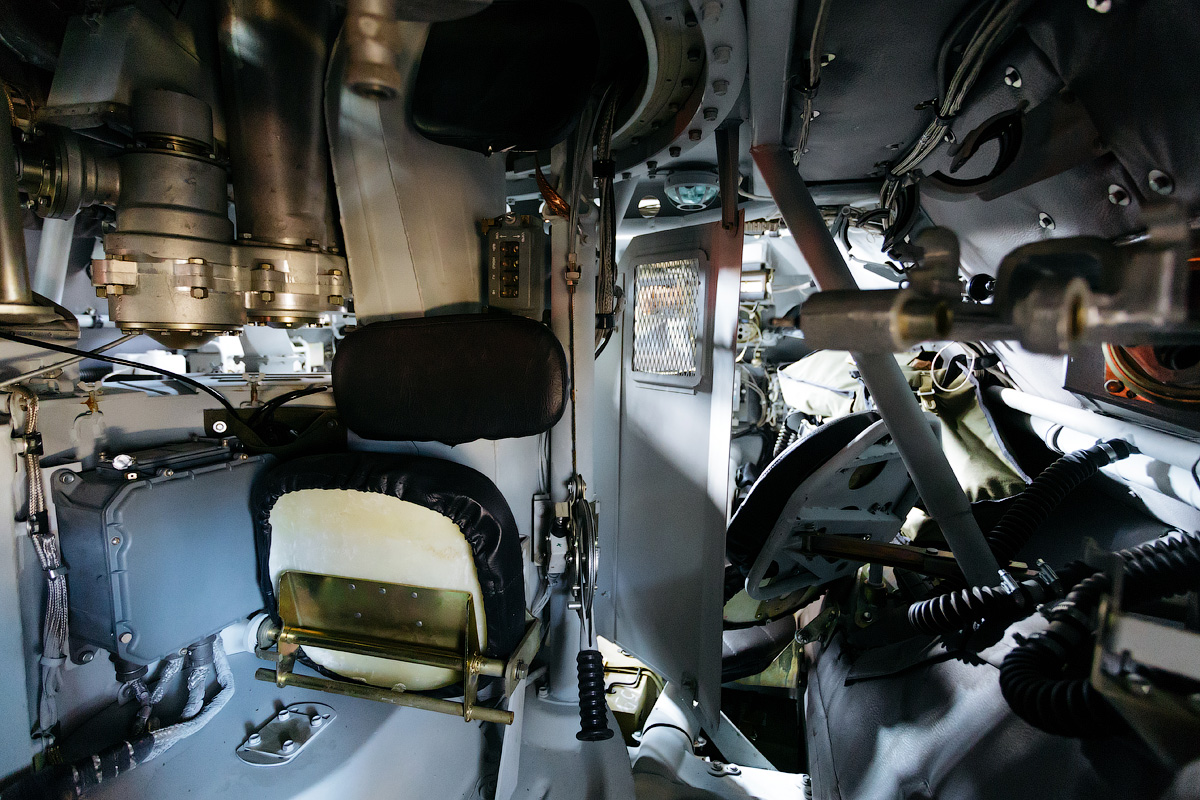 The vehicle's interior space is used very efficiently. It can transport up to 10 fully equipped soldiers.