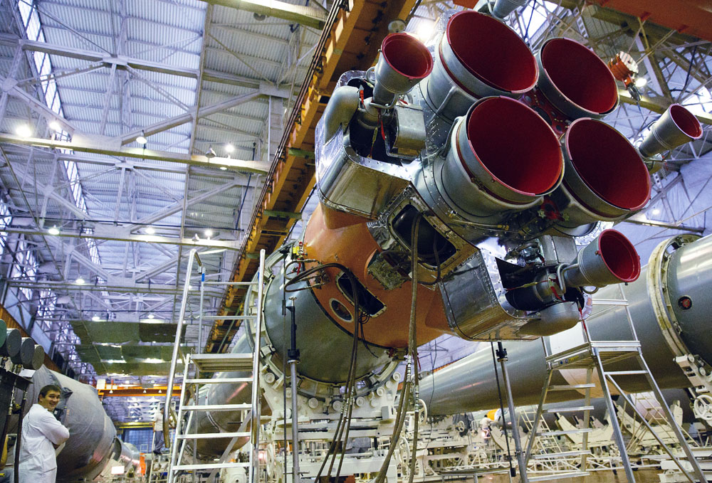 Projects of a super-heavy rocket are capable of putting payloads of about 100 tonnes into near-Earth orbits.