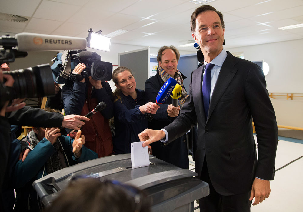 Dutch Prime Minister Mark Rutte casts his vote for the consultative referendum on the association between Ukraine and the European Union, in the Hague, the Netherlands, April 6, 2016.