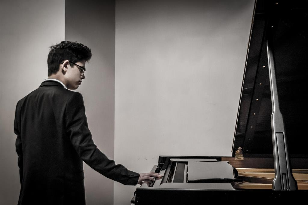 George Harliono, young pianist from UK.