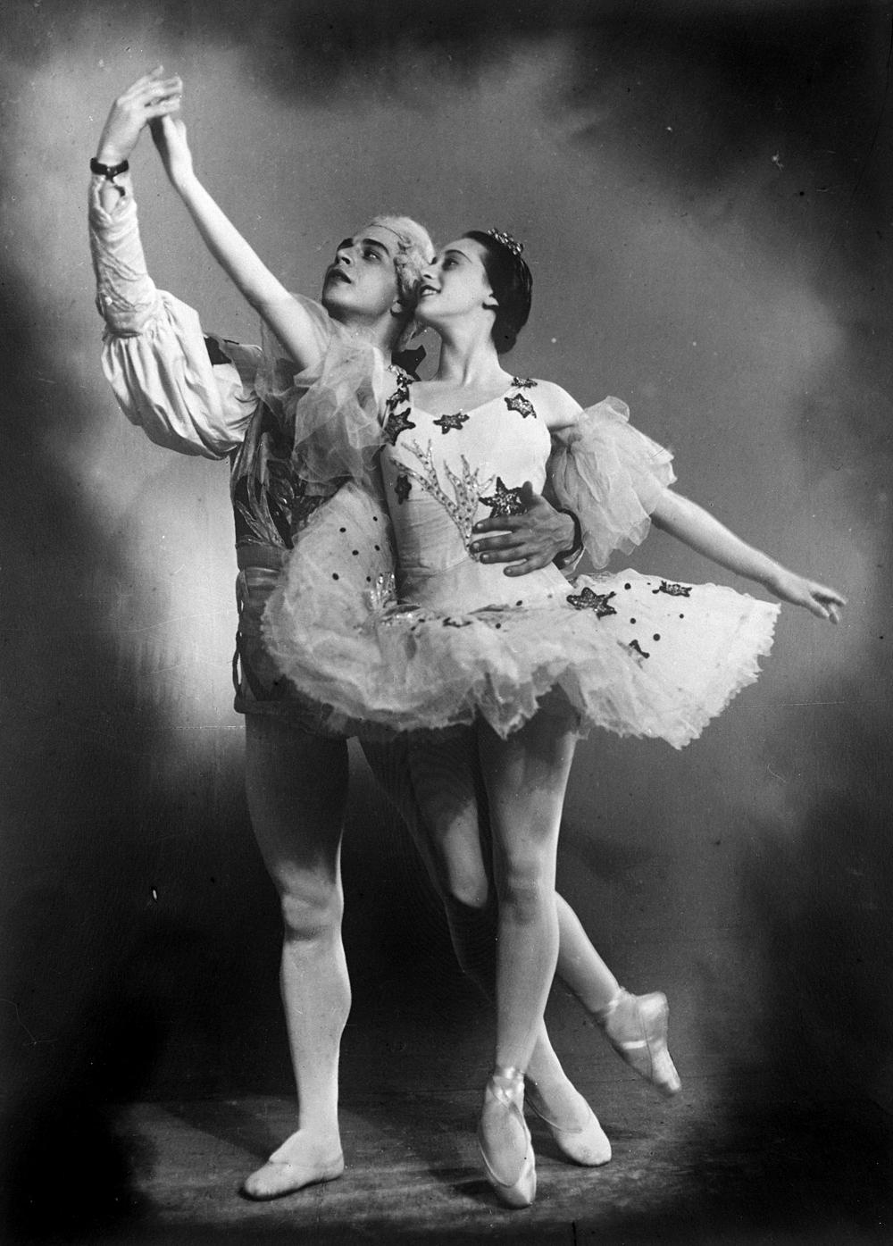 Ballet dancers Nina Timofeyeva and Igor Uksusnikov in a scene from The Nutcracker. / Source: RIA Novosti