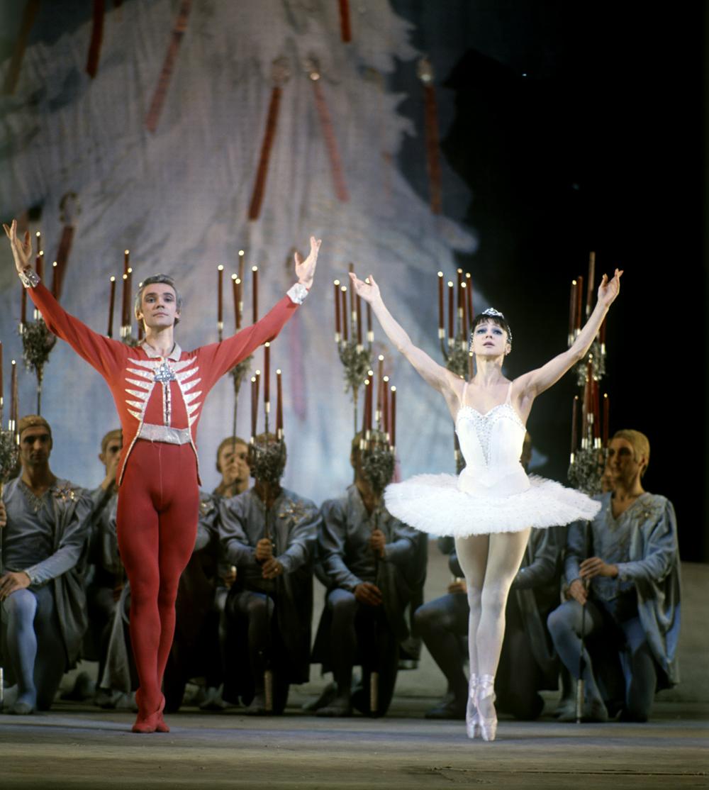 Екатерина Максимова и Владимир Васиљев – позната балетска брачна двојка.\n
