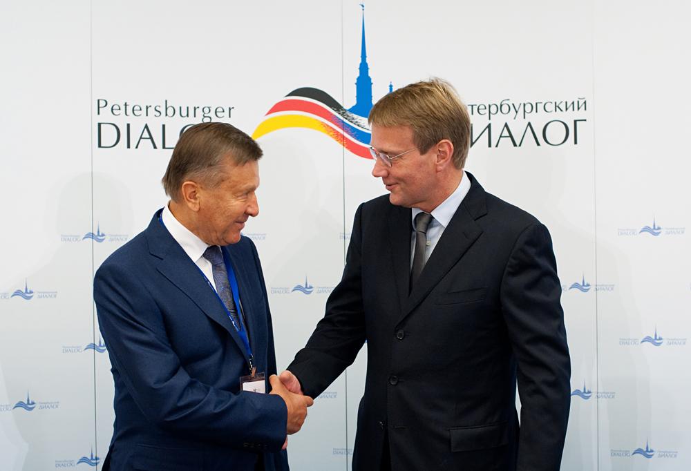 Wiktor Subkow (links) und Ronald Pofalla (rechts).