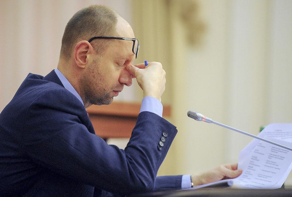 Iatseniuk é alvo de críticas por incapacidade de conduzir medidas necessárias