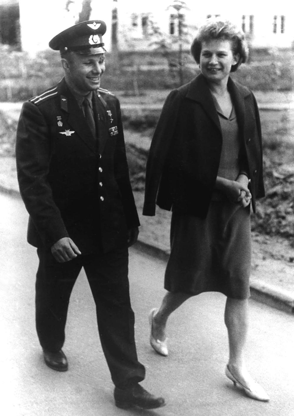 Jurij Gagarin und Walentina Tereschkowa. Foto:V. Bazanov/TASS