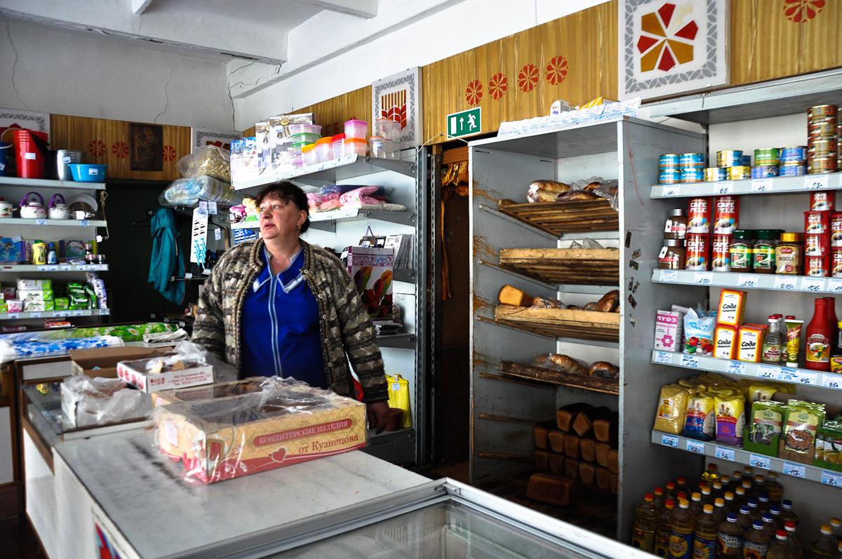 Les magasins du2019alimentation vendent des produits locaux et des produits plus chers importu00e9s du2019autres ru00e9gions.