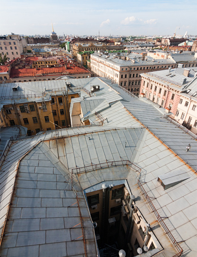 What you can see on high? The views are mostly 'local', i.e. you'll see a bridge, a nice street, some narrow alleys, cathedrals, and a St. Petersburg feature — well house guards.