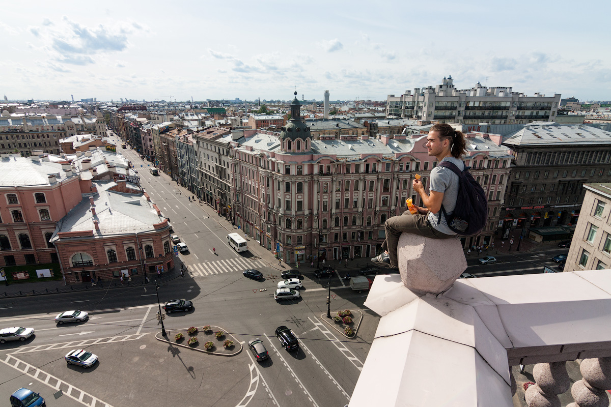 Rooftop excursions in St. Petersburg are a common tourist activity. It's not a big deal to find someone who will save you time — and possibly your life.