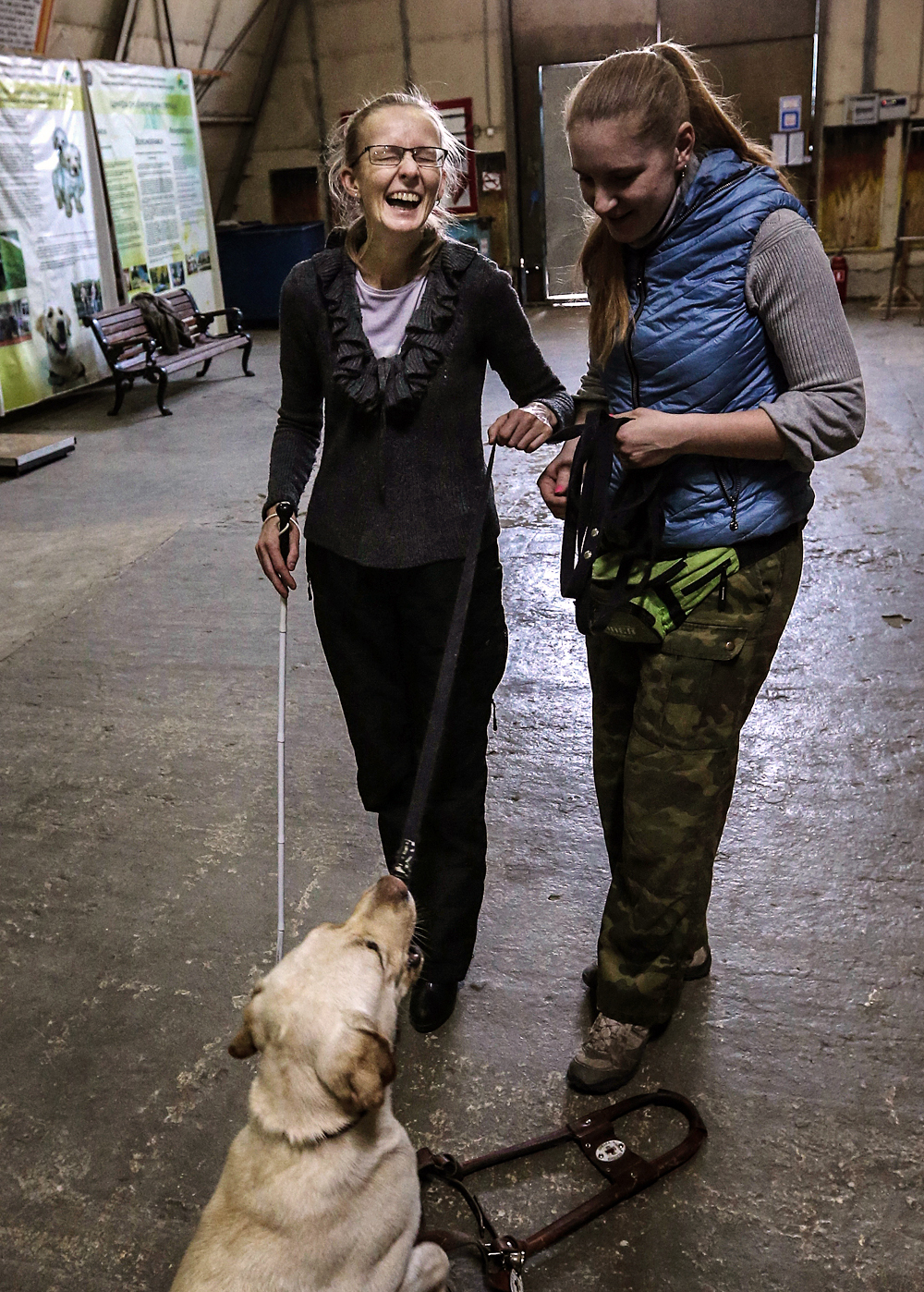 MOSCOW REGION, RUSSIA. NOVEMBER 9, 2015. An employee of a guide dogs training center of the All-Russian Blind Society teaches a visually impaired woman to walk with a guide dog.. Foto: Valery Sharifulin/TASS