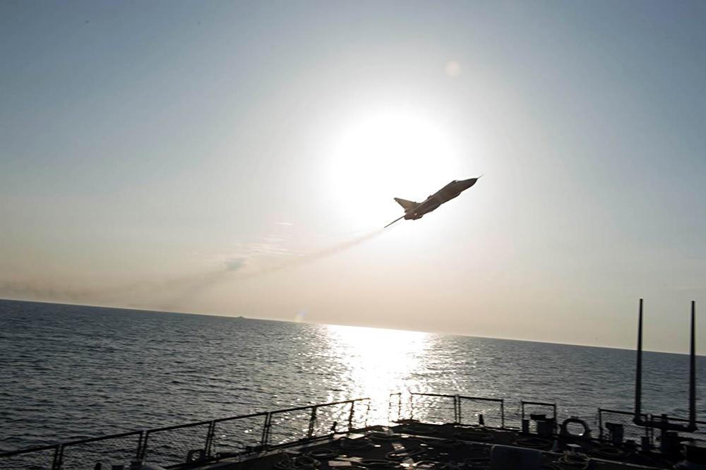 Pesawat Rusia diketahui membawa amunisi atau perangkat yang mampu merusak sistem elektronik kapal AS.