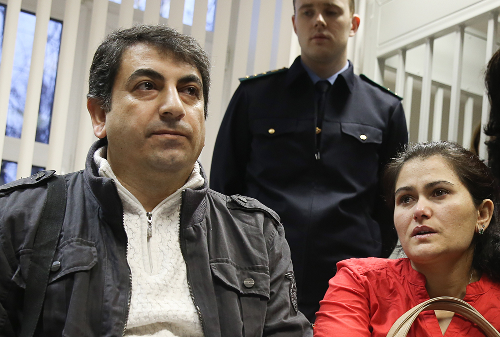 Syrian citizen Hassan Abdo Ahmed and his wife Gulistan appear at the Khimki City Court for a hearing into the case of their family who tried to cross the border into Russia using forged passports.
