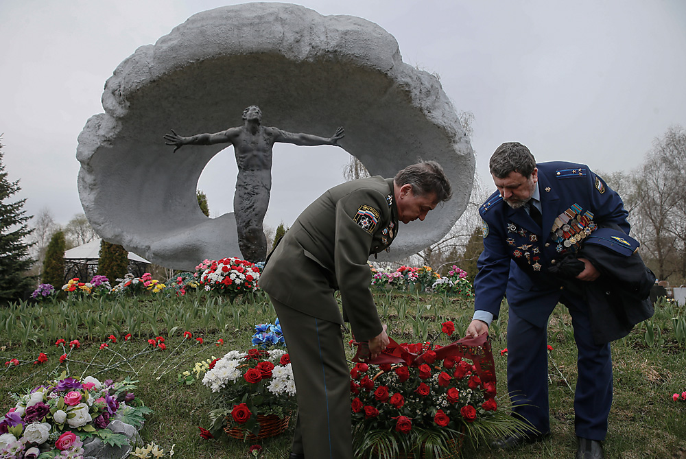 Russian militariy personnel place flowers at the monument for the victims of the Chernobyl nuclear power plant disaster at the Mitino cemetery in Moscow, Russia, 26 April 2016, on the 30th anniversary of the tragedy. In the early hours of 26 April 1986 the Unit 4 reactor at the Chernobyl power station blew apart. About 45,000 people developed a disability and 3,000 died as a result of he Chernobyl disaster according to the Russian Emergency Ministry.