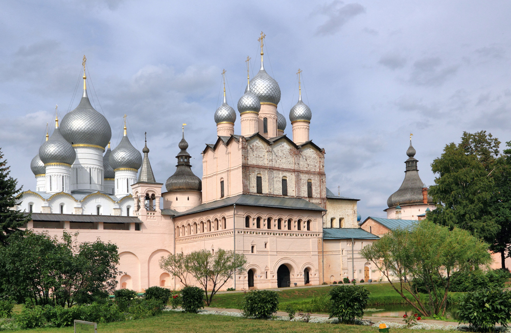 Church of the Resurrection of Christ in Rostov Veliky Kremlin, 210 km (130 miles) from Moscow.