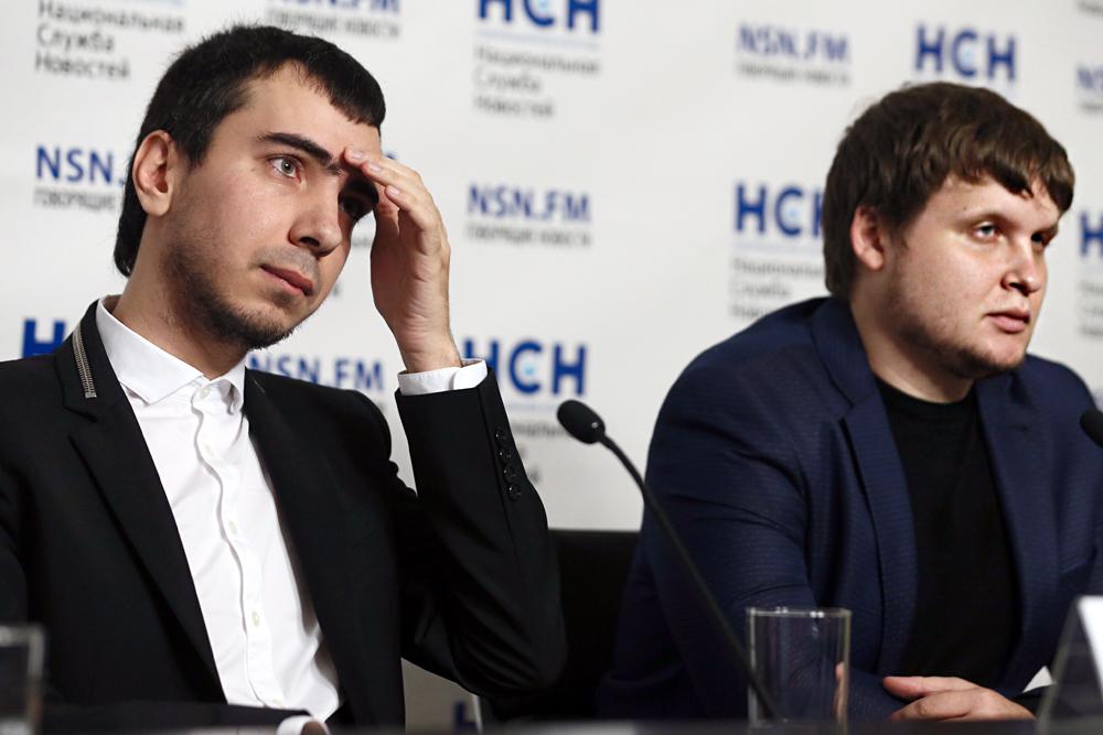Wladimir Kusnezow (Wowan, links) und Alexei Stoljarow (Lexus, rechts) bezeichnen ihre Tätigkeit als Prank-Journalismus.