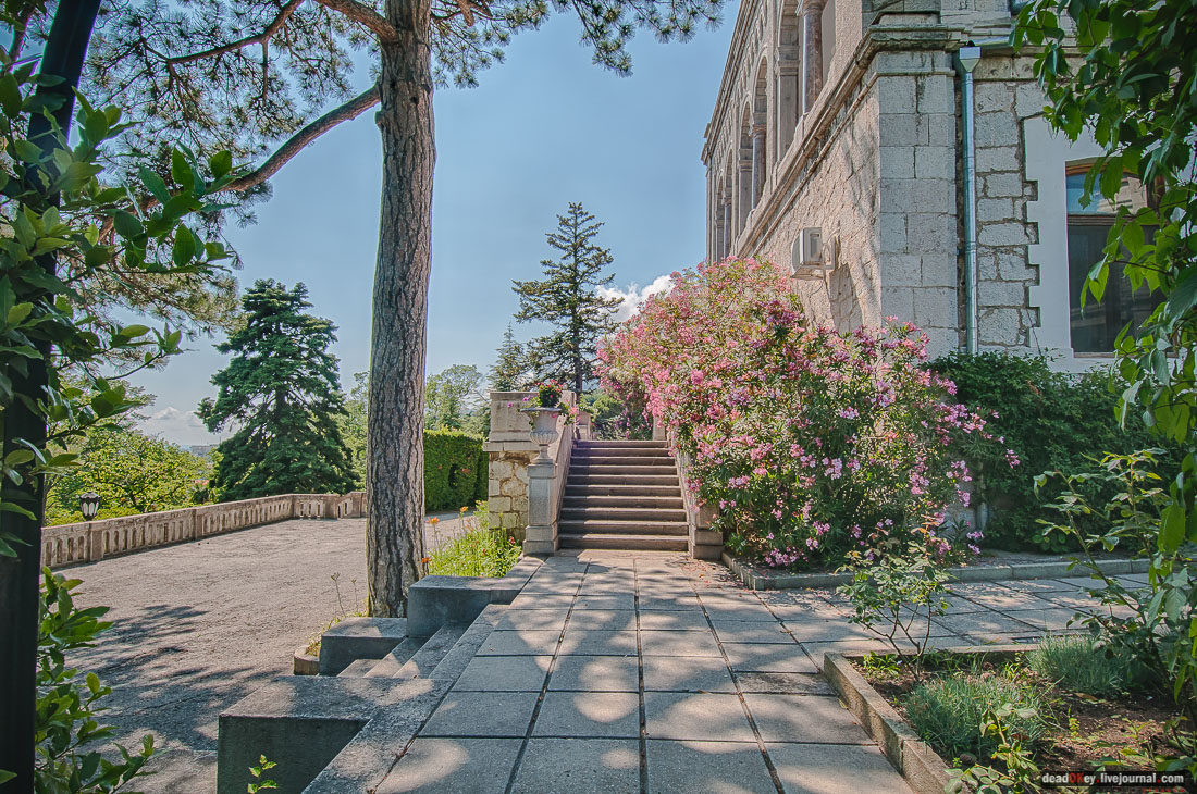 The favorite getaway of the Romanov family, a point of inspiration for the Russian artistic elite, Crimea is overloaded with long-lasting architectural legacy. A large palace once owned by the Yusupov family is located in Crimea in the village of Koreiz near Yalta.
