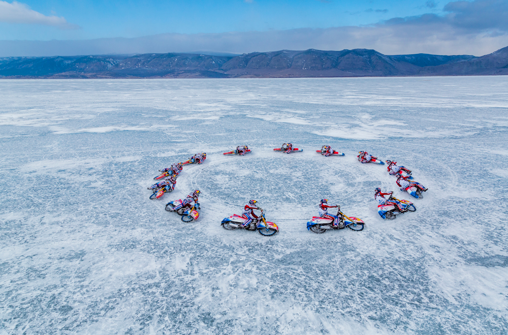 Bicampeão de corrida no gelo, Ivanov contou com benção de xamã.