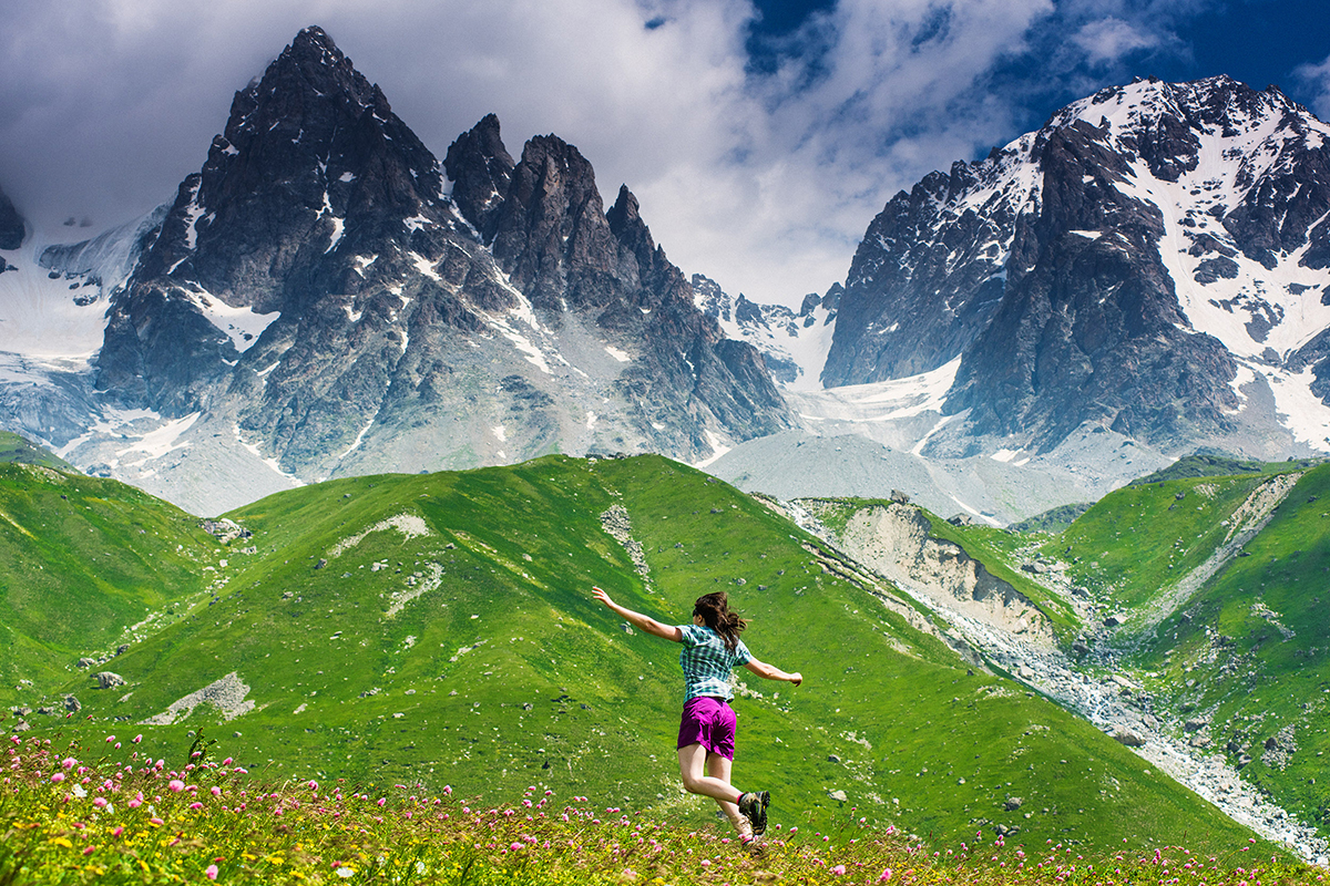 Touristen, die mutig genug sind, nach Nordossetien zu kommen, finden eine wunderschöne unberührte Natur und traditionelle kaukasische Gastfreundschaft.