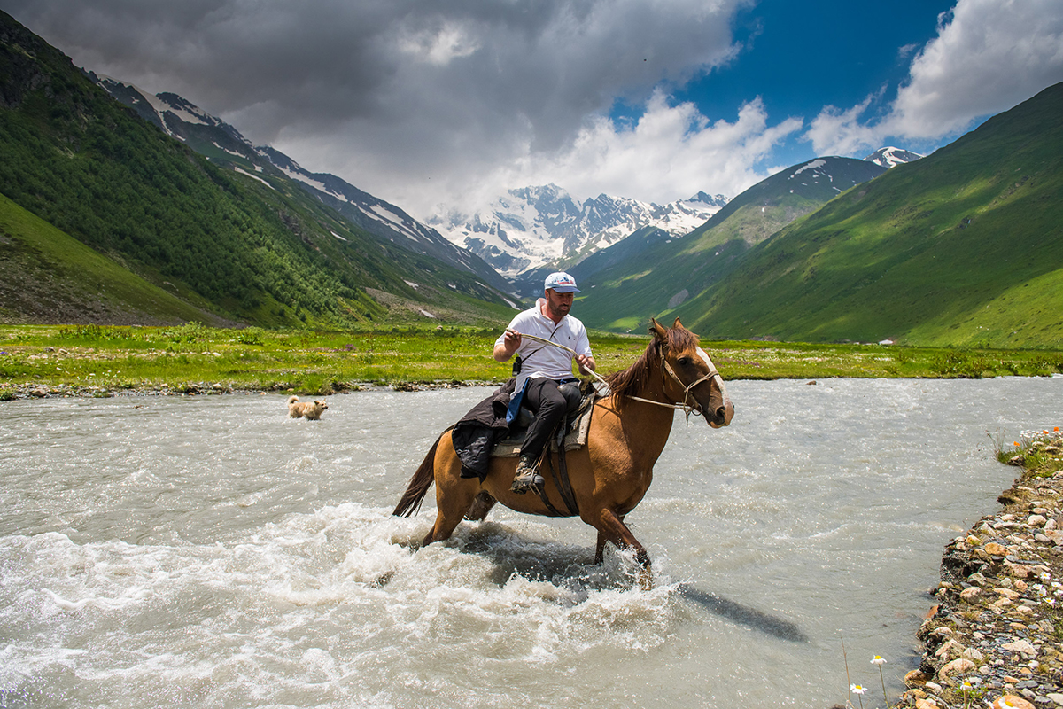 It is only possible to reach Chefandzar, with its flower-covered fields and natural mineral springs, by horse. Not many tourists are ready for such a journey, so border guards and shepherds have a near monopoly on the view.