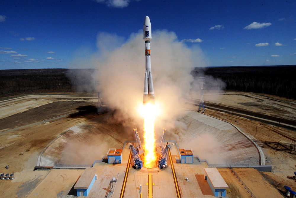 Ruska raketa Soyuz 2.1a sa satelitima Lomonosov, Aist-2D and SamSat-218 pri lansiranju na kozmodromu Vostočnij.