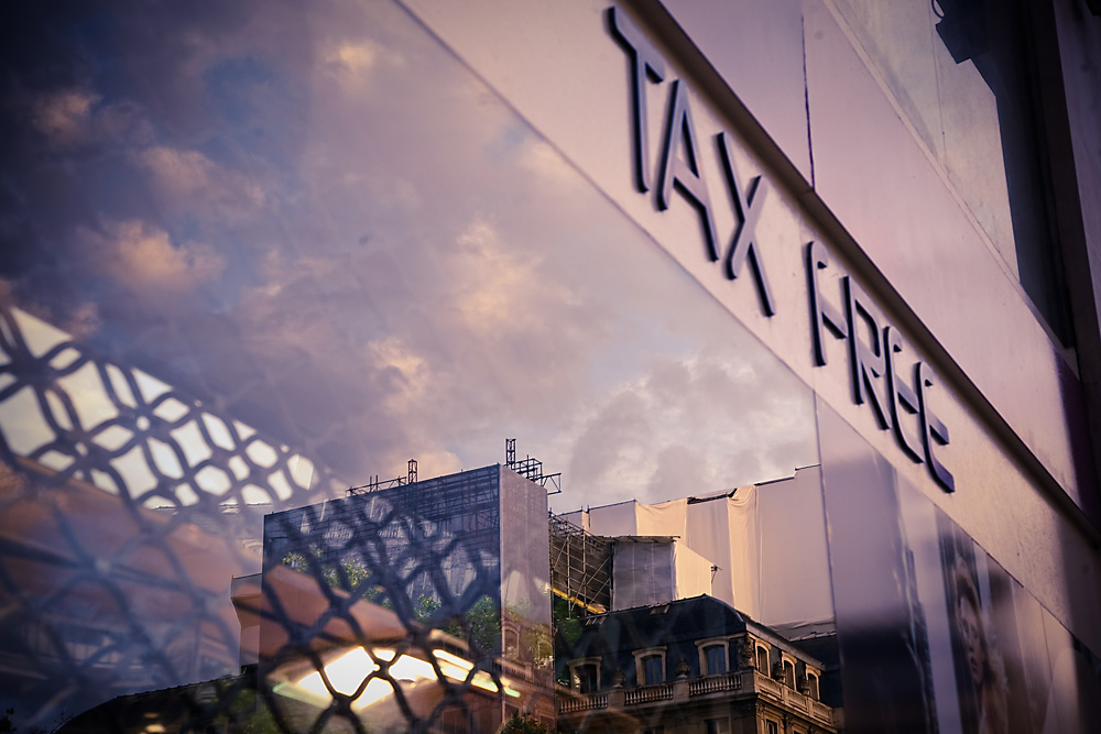 The tax-free pilot project may be launched in large Moscow department stores.
