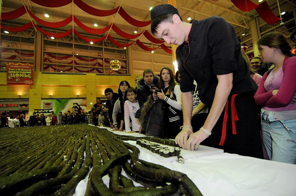 Le plus long sushi du monde.
