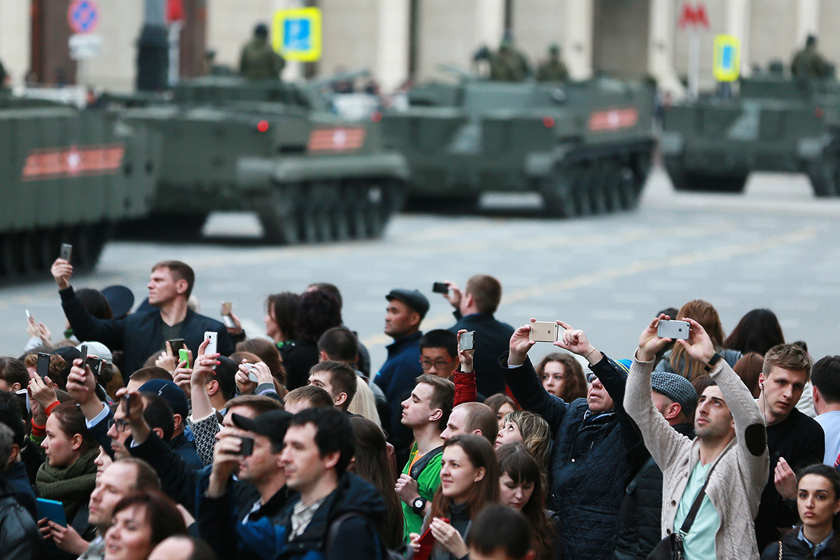 Muscovites and tourists are watching the rehearsal of the military parade, April 28, 2016.
