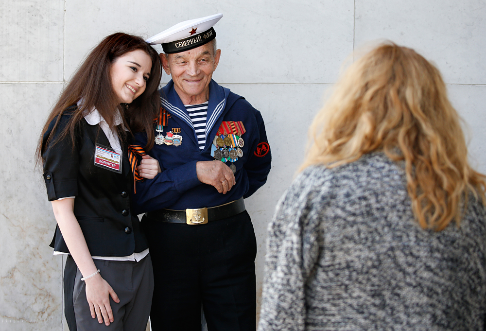 A girl poses for a picture with a WWII Russian veteran prior to a commemorative action ahead of the Victory Day in the Victory Park Memorial complex at the Poklonnaya Hill in Moscow, Russia, 06 May 2016, on the day of memory of Saint Georges the Victorious, the heavenly patron of Moscow and warriors. Russia will celebrate the 71st anniversary of the victory over the nazi Germany in the World War II on 09 May 2016.