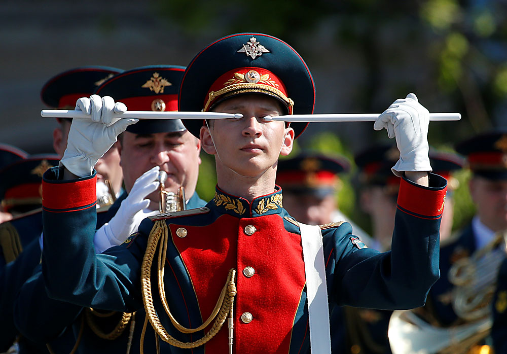 Musicians of a Russian military orchestra take part in a rehearsal for the Victory Day parade, marking the 71st anniversary of the victory over Nazi Germany in World War Two, in Red Square in central Moscow, Russia, May 7, 2016.