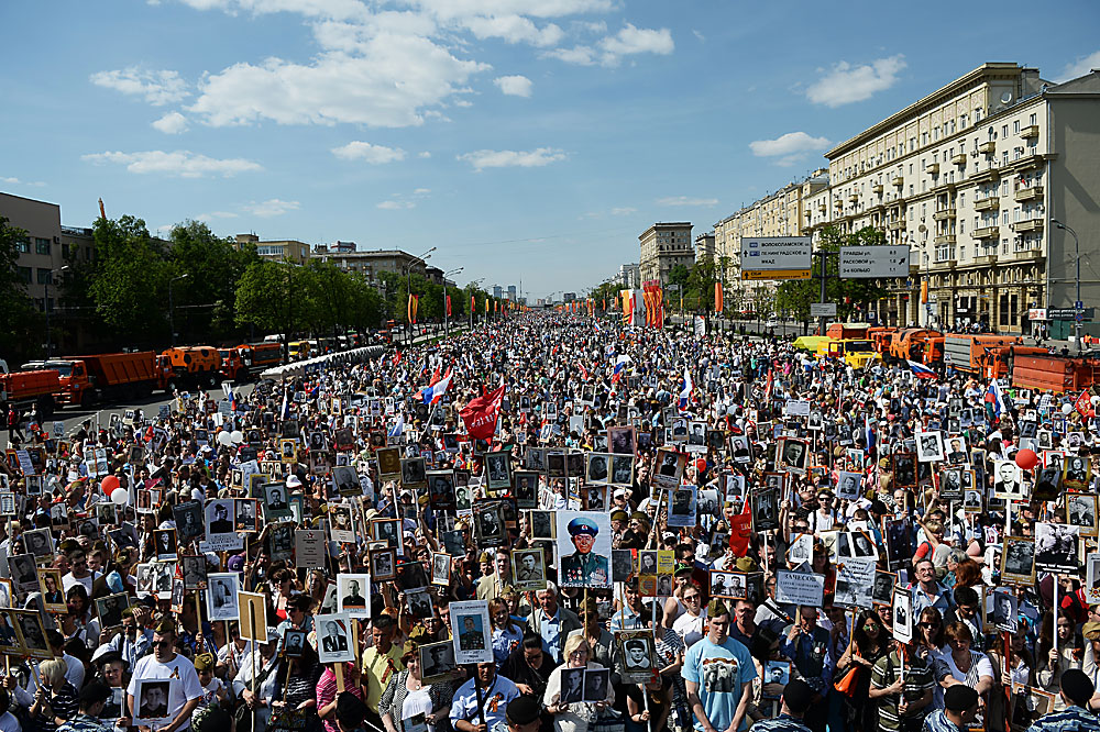 "Hundreds of thousands of people are taking part in the ""Immortal Regiment"" procession in Moscow"