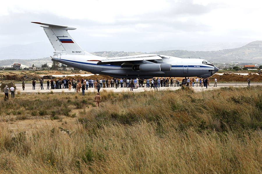 Russian plane airdropped 18 tons of humanitarian aid for residents of Deir ez-Zor.