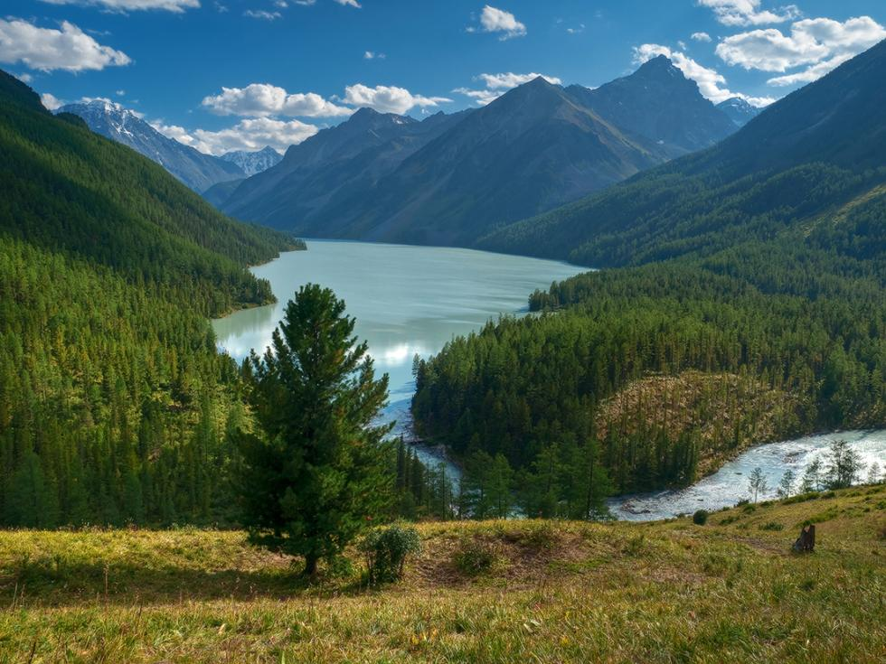 The Altai Mountains form the tallest mountain range in southern Siberia and are separated by deep river valleys and vast intermountain hollows. The Altai stretches into Central Asia and crosses four state borders: Russian, Mongolian, Chinese and Kazakh.