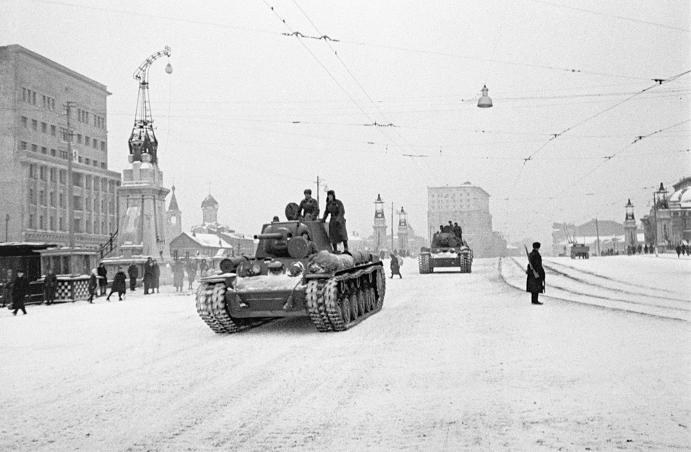 Soviet troops heading straight to the front lines after the historical parade held on Moscow's Red Square on November 7, 1941. Foto: Anatoliy Garanin/RIA Novosti