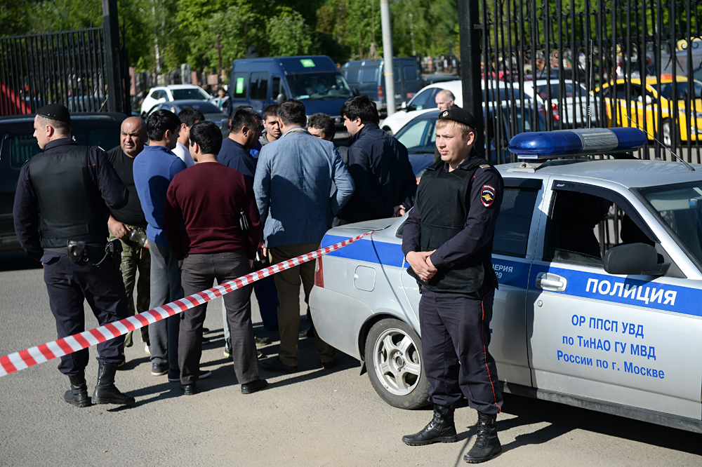 A mass brawl took place at the Khovanskoye cemetery on May 14.