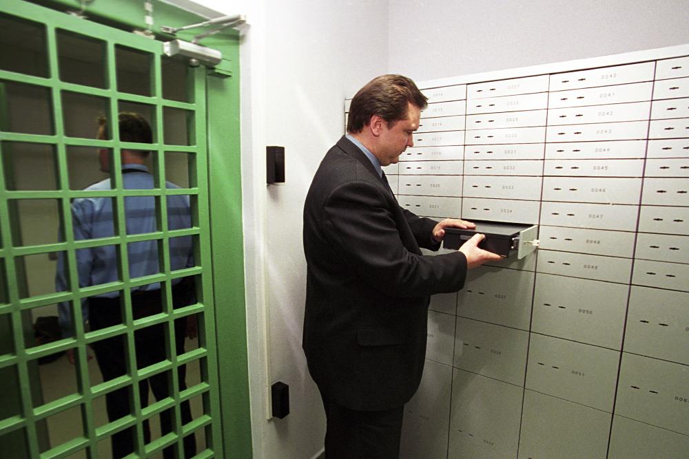 Liegen auf Ihrem Konto mehr als eine Million US-Dollar, so kann die Bank detaillierte Informationen verlangen.