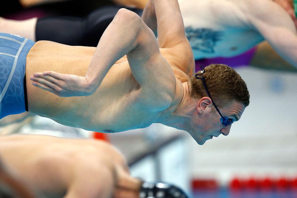 Andrej Gretschin aus der russischen Mannschaft beim Start über 100 Meter Freistil während der Schwimm-Europameisterschaften in London.