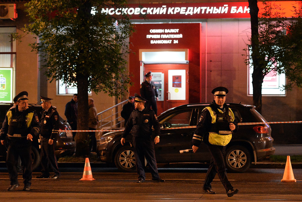Police officers near the Moscow Credit Bank office in eastern Moscow.