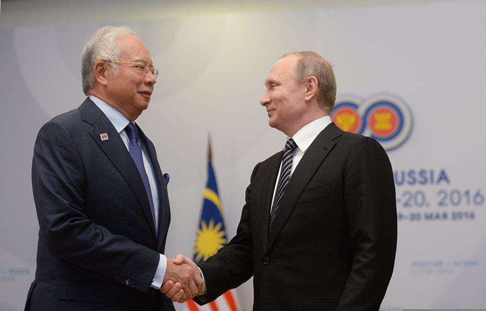 Prime Minister of Malaysia  Najib Razak (L) and President of Russia Vladimir Putin (R).