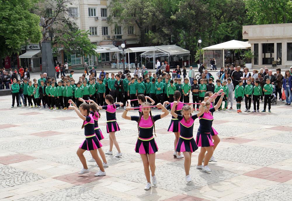 u00dcber 400 Einwohner der bulgarischen Stadt Stara Zagora waren nicht nur beim Fuu00dfball-Spiel dabei, sondern besuchten auch ein Fest im Stadtzentrum. \n