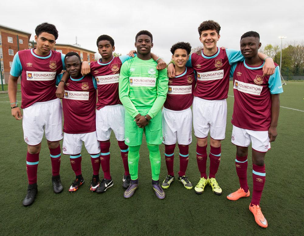 Dieses Jahr wurde Grou00dfbritannien von einem multinationalen Team aus FC West Ham United vertreten.