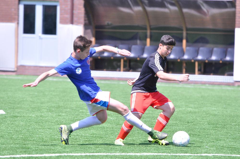 Die Teilnehmer aus der Tu00fcrkei haben sich zu einem Freundschaftsspiel getroffen: FC Beu015fiktau015f spielte gegen den Halkalu0131 Tau015ftepe Sports Club.