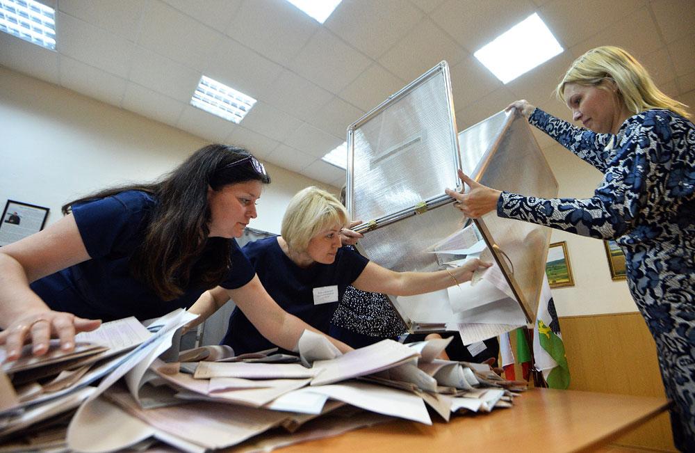 Ein Wahllokal in Kasan: Die Auszählung der Stimmen beginnt.