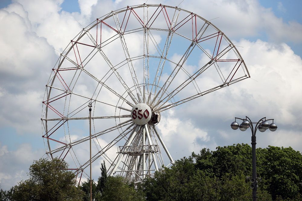 "Dismantling of the attraction ""Ferris wheel"" at VDNH in Moscow"