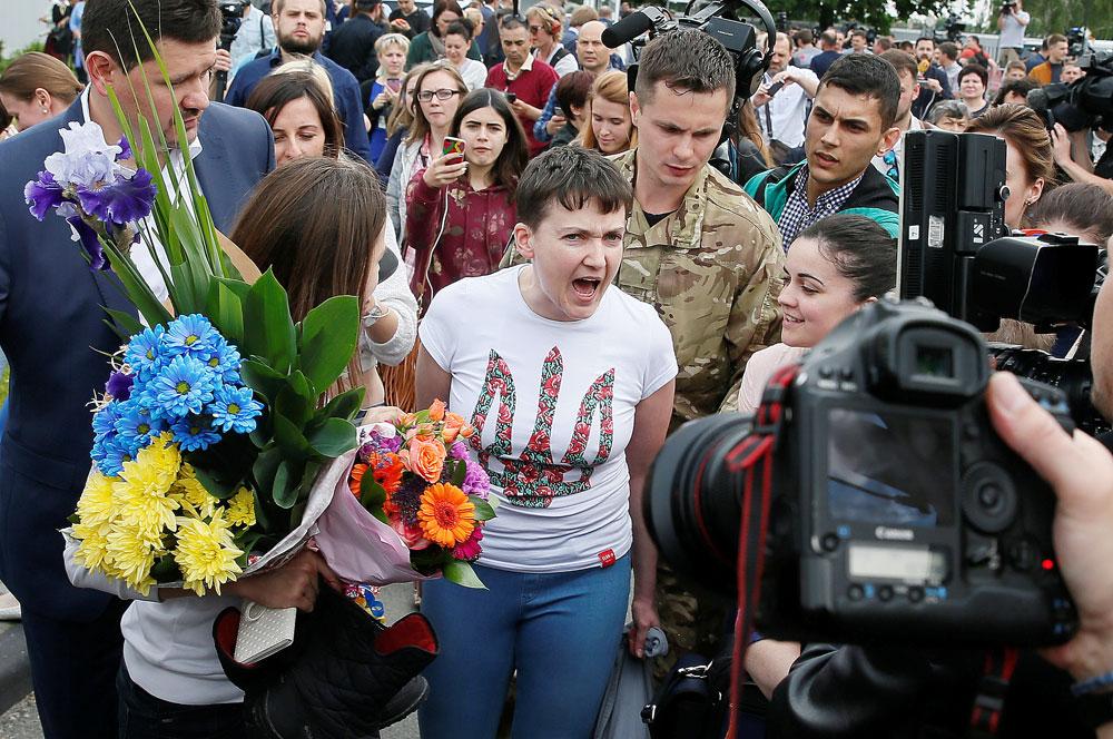 Nadeschda Sawtschenko am Flughafen in Borispol, Ukraine.